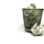 Почему нельзя выбрасывать мусор вечером