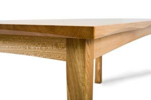 Почему нельзя сидеть на углу стола